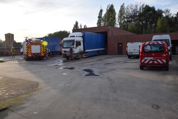 Kortsluiting zorgt voor brandje op pluimveehouderij in Lauwe