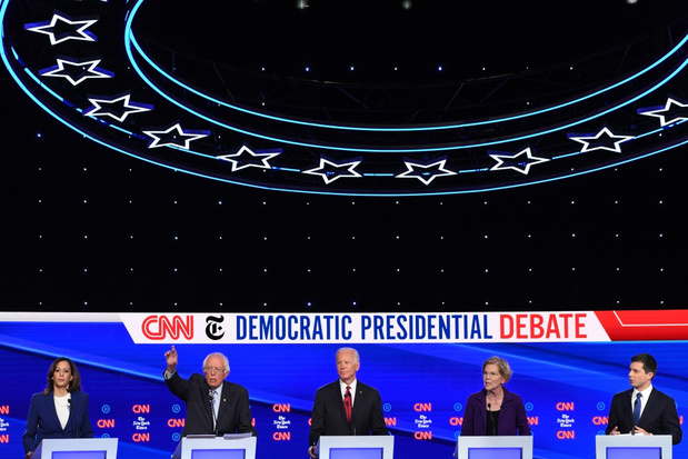 Democratische presidentskandidaten verenigen zich tijdens debat tegen Trump