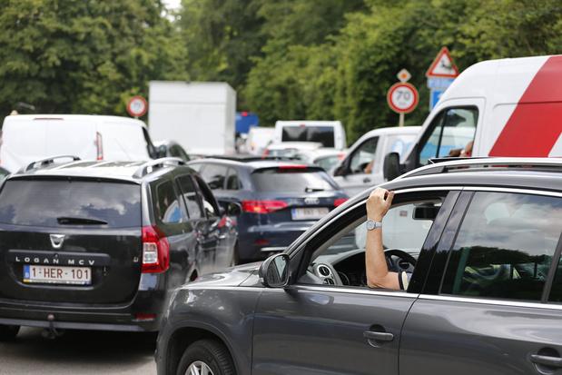 'Paarsgroen duwt op het gaspedaal om de automobilist van de weg te rijden'