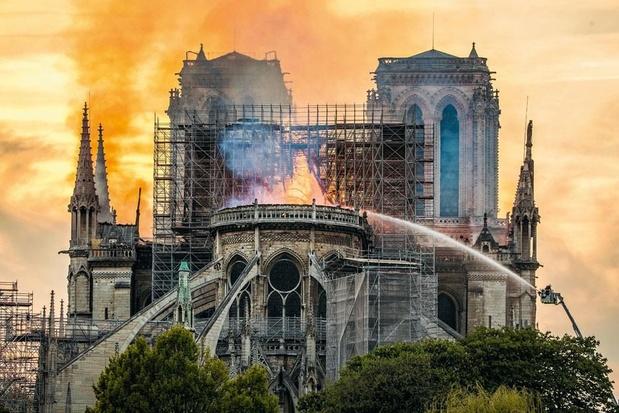 """Reconstruction de Notre-Dame: """"Dons, communication et jalousie"""""""