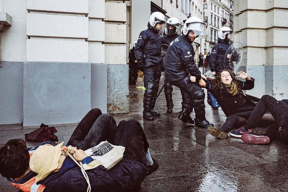Extinction Rebellion: politie versus klimaatbetogers in Londen, Amsterdam en Brussel