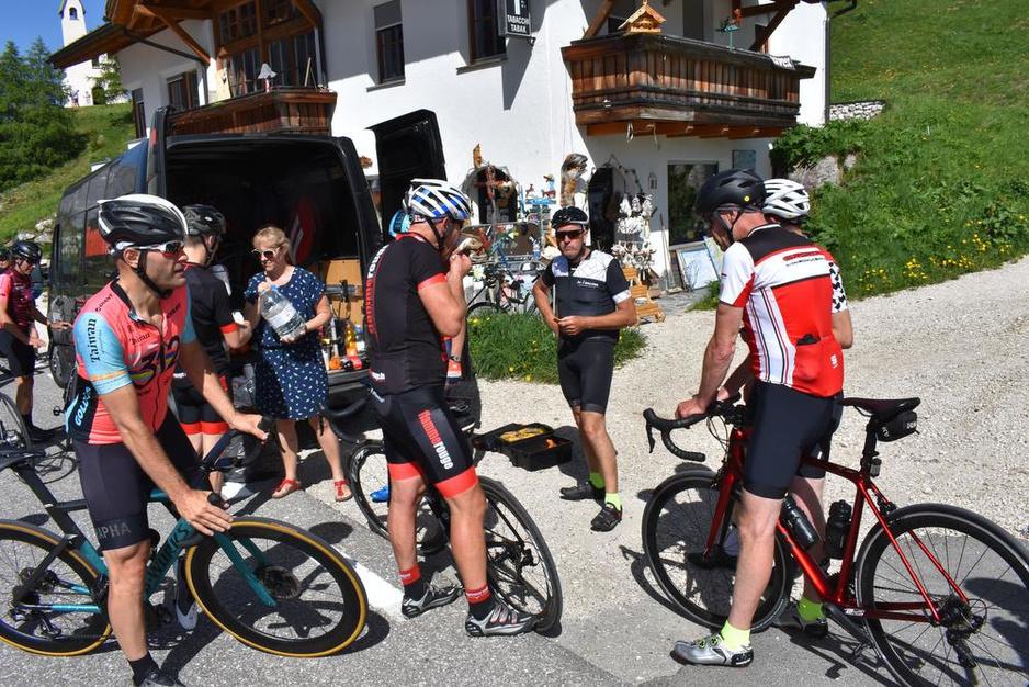 IN BEELD - KW-lezers trotseren hitte en hooggebergte tijdens fietsvakantie in de Dolomieten