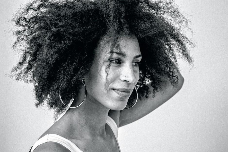 Geen etiketten voor muzikante Esinam: 'In mijn muziek loopt alles door elkaar, net zoals in Brussel'
