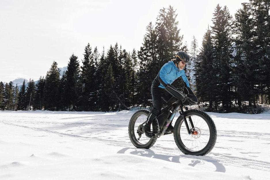 Wintersport zonder latten: 8 alternatieve sporten voor niet-skiërs