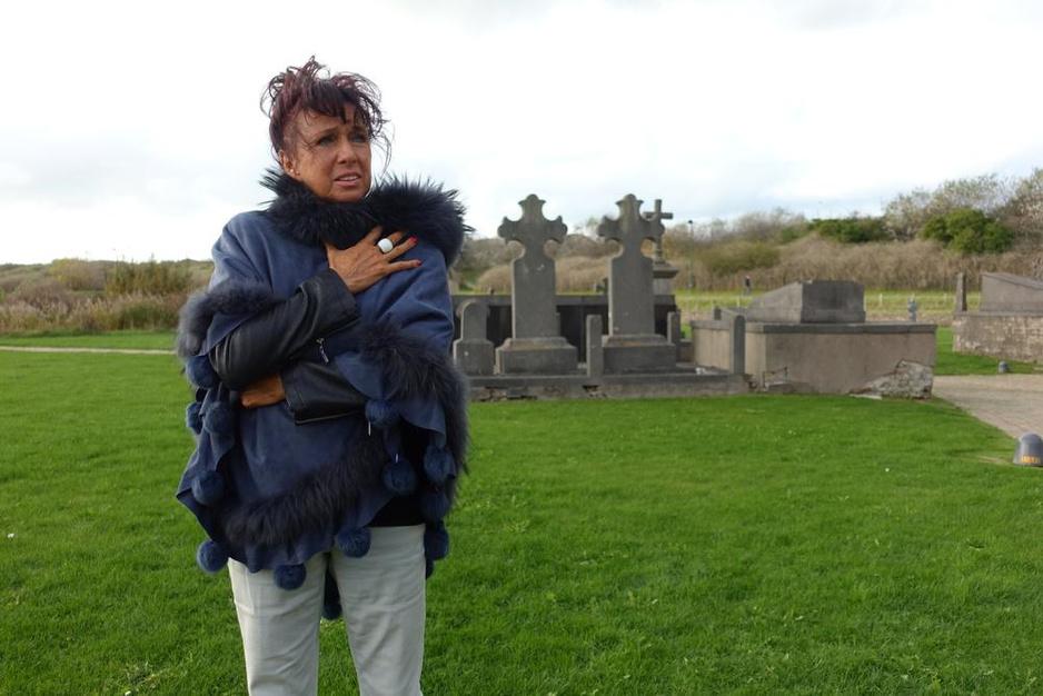 Jessie De Caluwe verrast met voorstelling over schoonheid en troost in een crematorium