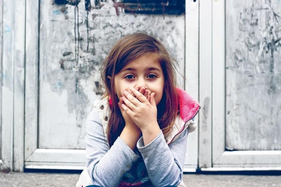 Hoe help je kinderen hun praatangst te overwinnen?
