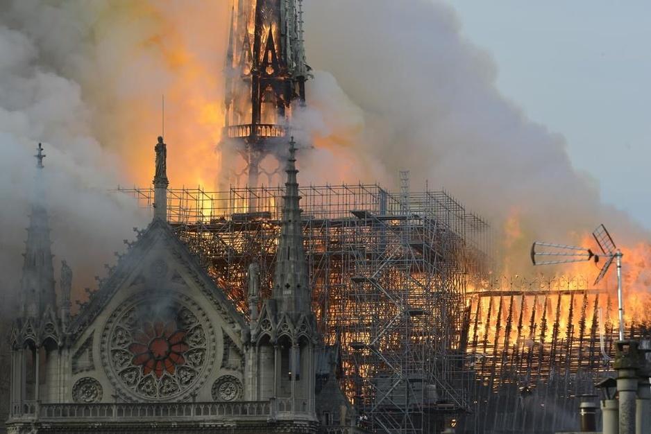 "IN BEELD - Inferno in Notre-Dame, the day after: ""Leven wordt stilaan hervat"""