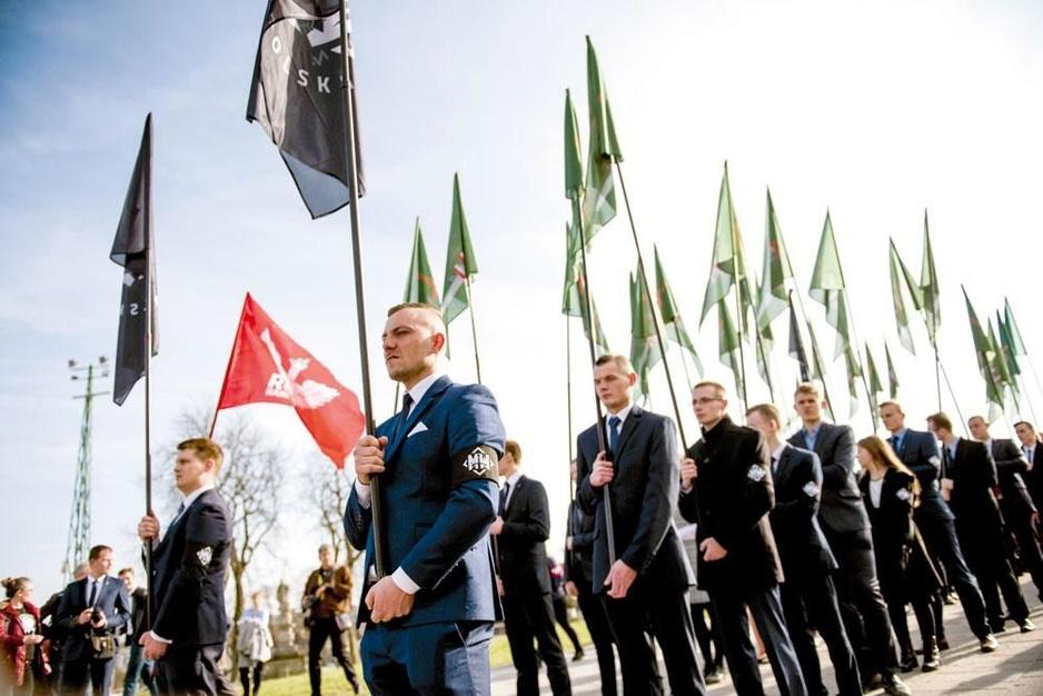 Waarom de Polen de EU tegelijk aantrekken en afstoten: 'Dit land is verdeelder dan ooit'