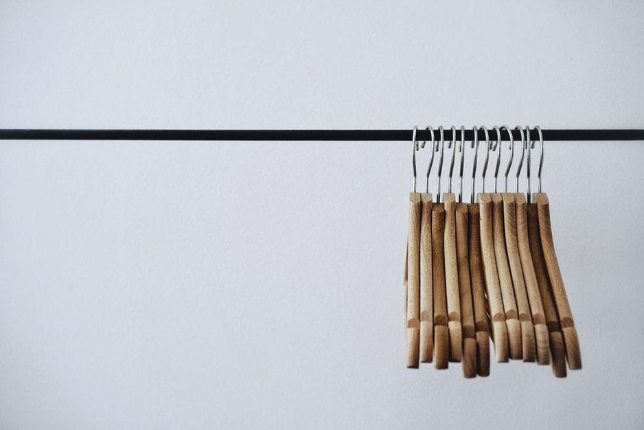 Overal koopjes, maar wie betaalt de prijs? 'Zonder solden zouden kleren goedkoper zijn'