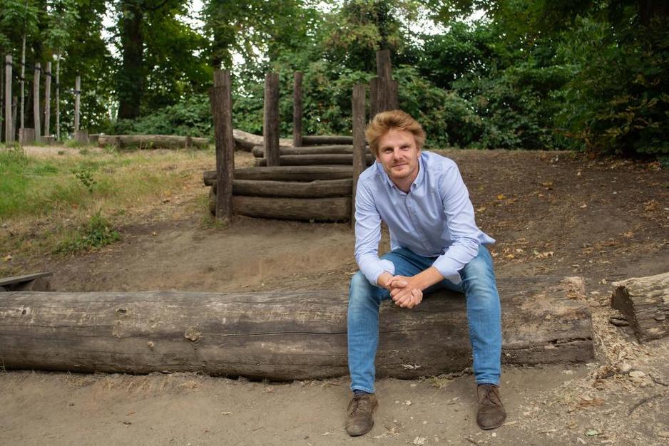 """Bas Surmont (22) is de jongste schepen van Vlaanderen: """"Geloof me: ik word geen saaie piet"""""""