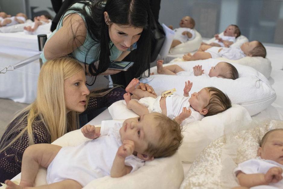 Faux bébés, vrai bonheur ?