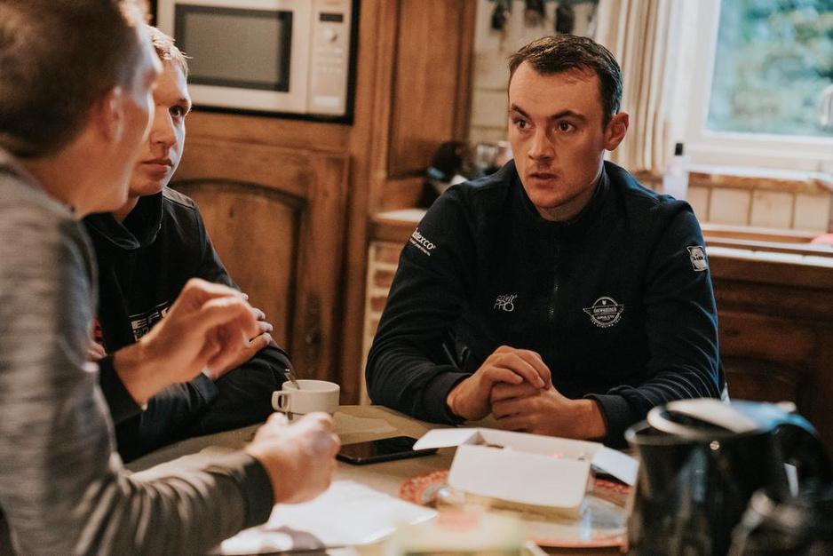 """Yves Lampaert en Mauri Vansevenant: """"Mauri, luister goed naar Patrick en Tom Steels"""""""