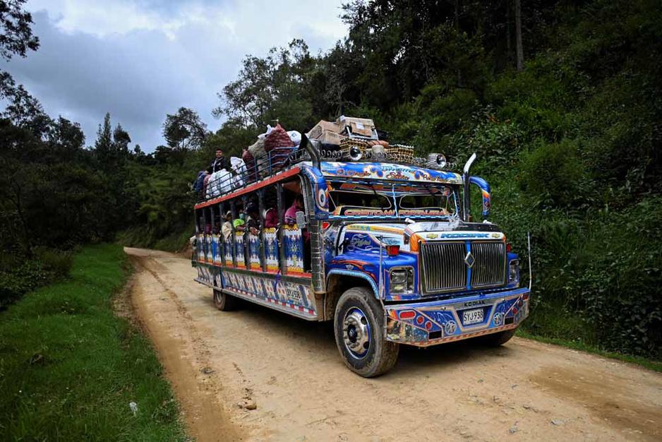 Colombie: Sur la piste des chivas, bus multicolores des montagnes