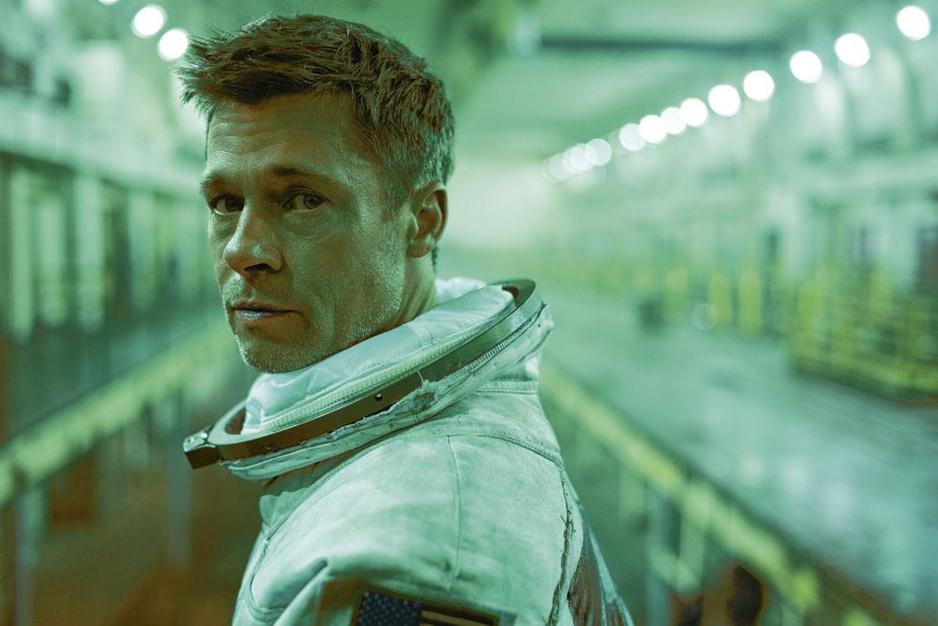 Brad Pitt schittert in 'Ad Astra': 'Zodra je Oscars begint na te jagen, ben je gezien'
