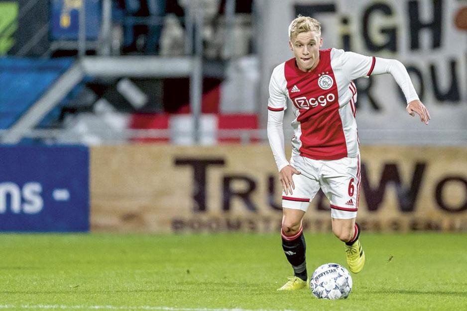 Donny van de Beek na het geflirt met Real Madrid: 'Blij dat ik momenteel bij Ajax speel'