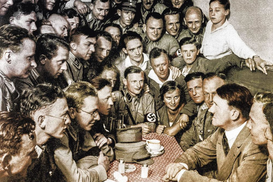Vergeten interviews met Hitler: 'Om zo te kunnen liegen moet je wel een doortrapte charmeur zijn'