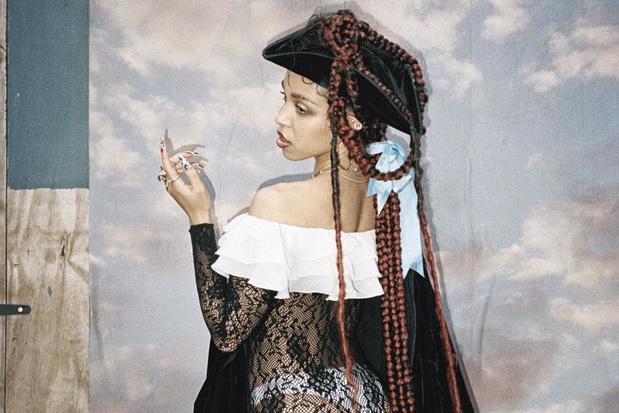 FKA Twigs toont haar gespletenheid op 'Magdalene'