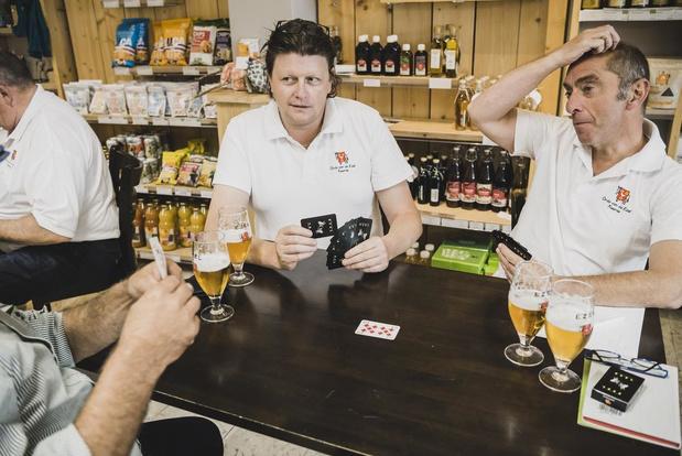 Na het bier en de paté heeft Orde van de Ezel nu ook eigen kaartspel