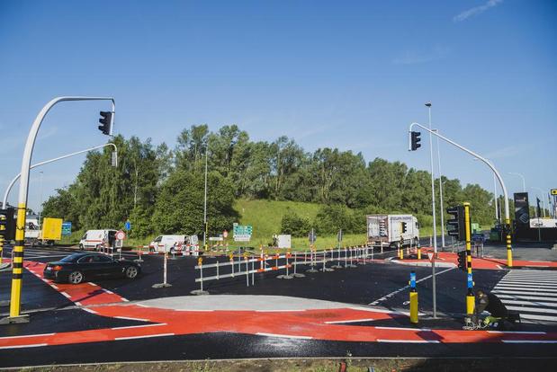 De werken zijn voorbij: vrijdag gaat kruispunt R8-Brugsesteenweg weer open