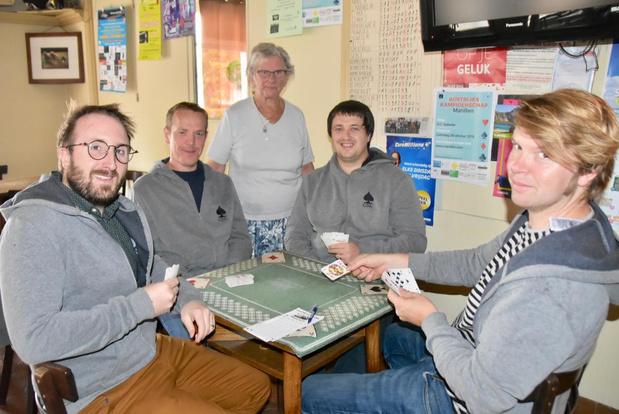Komt Ze Moar Ut organiseert Kortrijks kampioenschap Manillen
