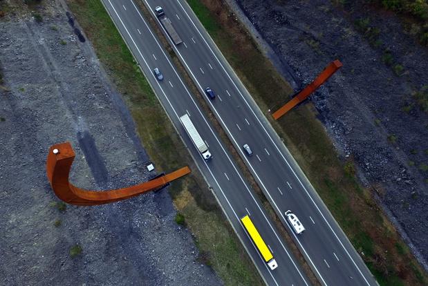 Monumentaal kunstwerk langs E411 in Rochefort ingehuldigd