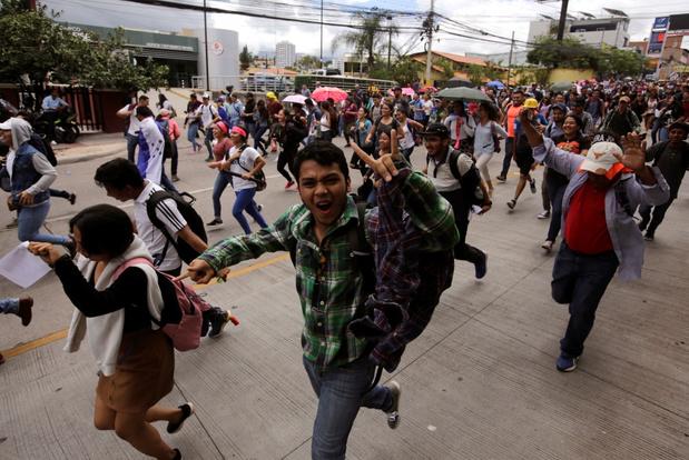 Hondurezen eisen dat 'narcopresident' opstapt: 'Het land brokkelt helemaal af'