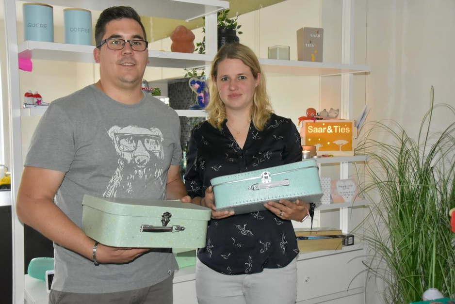 Hans en Sharon verloren hun tweeling, nu schenken ze het kraamgeld weg