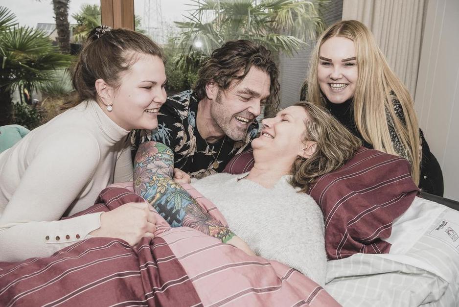 """Evelyne overleeft coma na hersenbloeding: """"Dokter Laureys veranderde ons leven een tweede keer"""""""