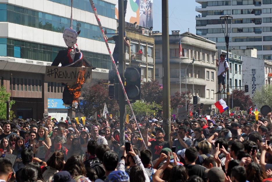 De Chilenen steken hun economisch model in brand: 'Dit moest ooit ontploffen'