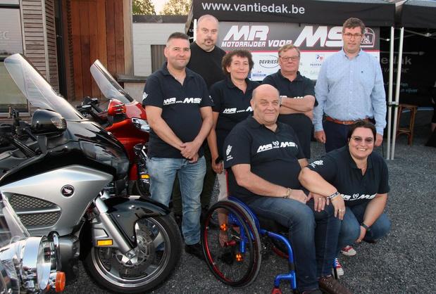 Motorrijders steunen MS-liga met 'MR voor MS, organisatie kon al 50.000 euro schenken