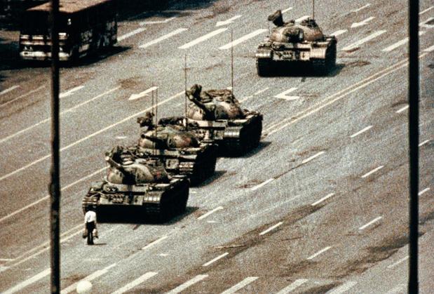 """Décès du photographe de """"l'homme au char"""" de Tiananmen, Charlie Cole"""