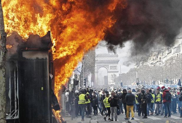 """Gilets jaunes: """"il ne peut y avoir de chaos sur les Champs-Elysées"""""""