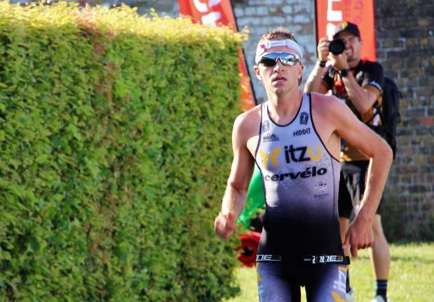 Kenneth Vandendriessche grijpt brons in de triatlon op Alpe D'Huez