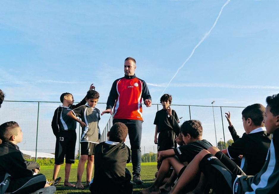 De visie van jeugdopleider Thomas Caers: 'Coachen is een teken van zwakte'