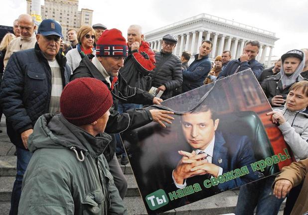 Ukraine : un président ébranlé par l'affaire Trump