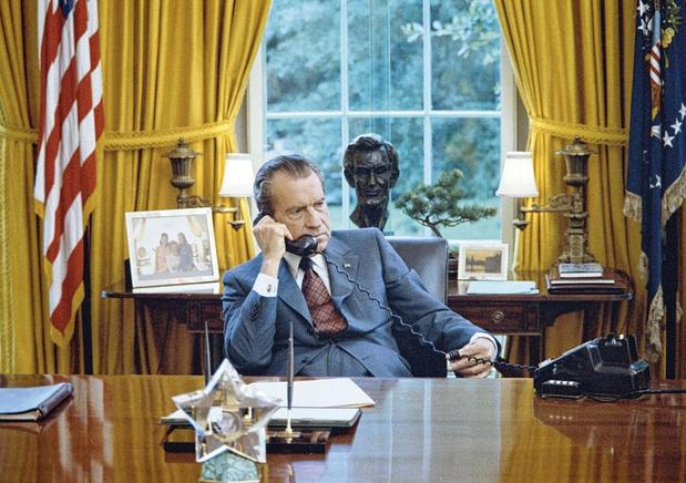 Tv-tip: 'Tricky Dick', docureeks over Richard Nixon met nooit eerder vertoonde beelden