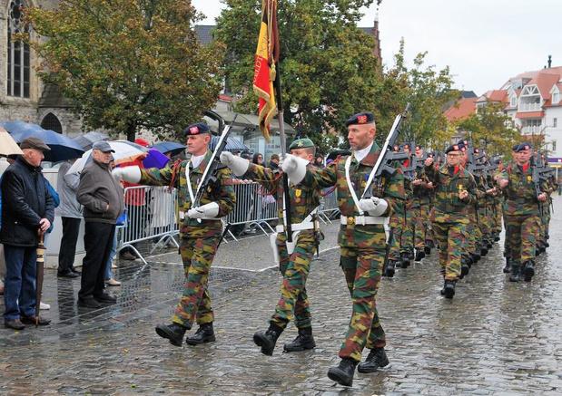 Medailleparade op Waregemse Markt bedankt militairen