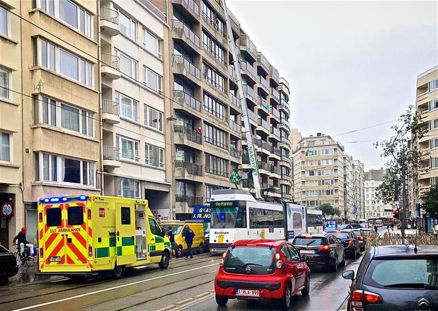 Kusttram rijdt verhuislift aan: arbeider zwaargewond