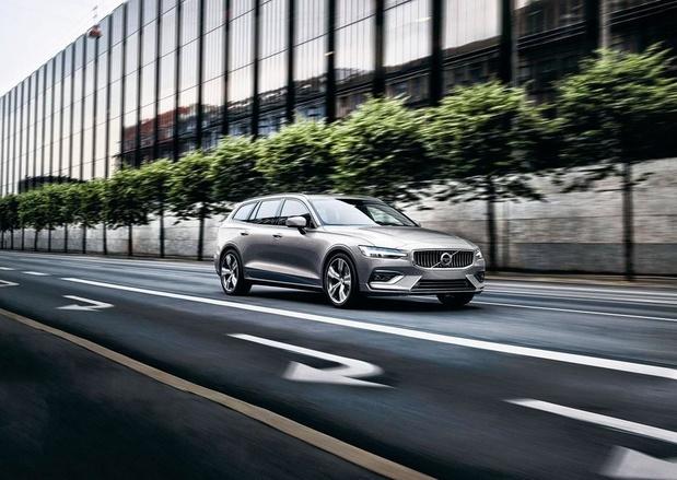 Volvo V60 hybride, un break branché...