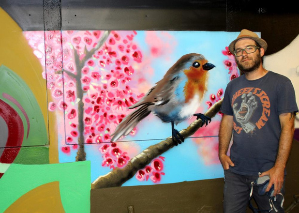 Graffiti in opvangcentrum: Siegfried Vynck fleurt gebouw op met speelse kleuren