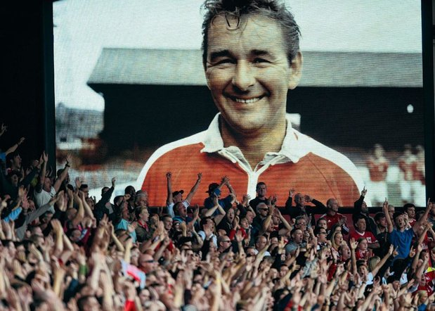 Sing for cloughy the king