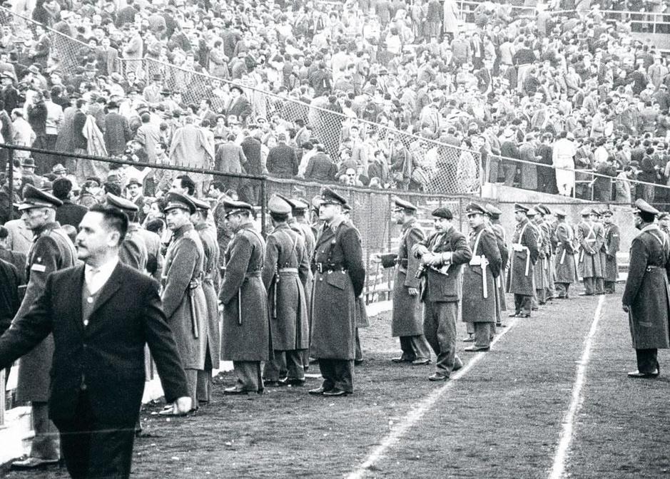 Flashback naar 2 juni 1962: de Slag om Santiago, het voetbal van zijn slechtste kant (video)