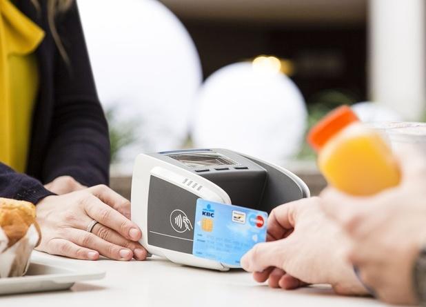 Bijna helft kaartbetalingen gebeurt contactloos
