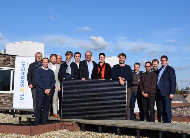 Burgers leggen zonnepanelen op openbare daken