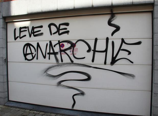 Nederlands duo opgepakt voor meer dan tien anarchistische slogans en symbolen in stadscentrum
