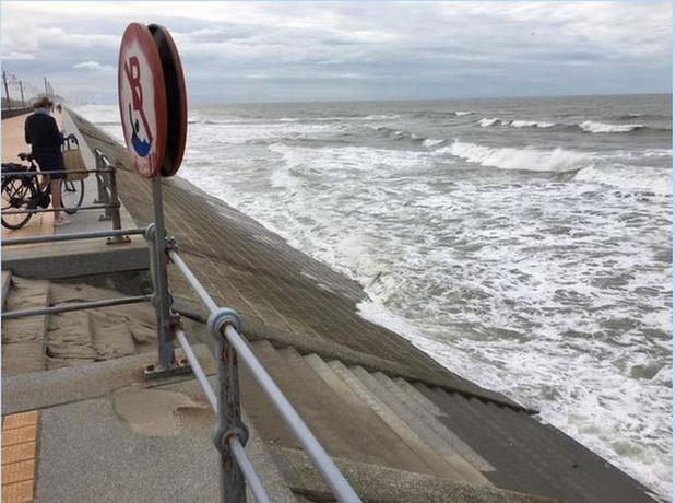 """Gouverneur Decaluwé : """"Atlantikwall van twee verdiepingen tegen stijging zeespiegel is zo gek niet"""""""