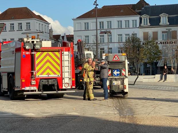Defect reinigingsvoertuig van stad Brugge veroorzaakt oliespoor
