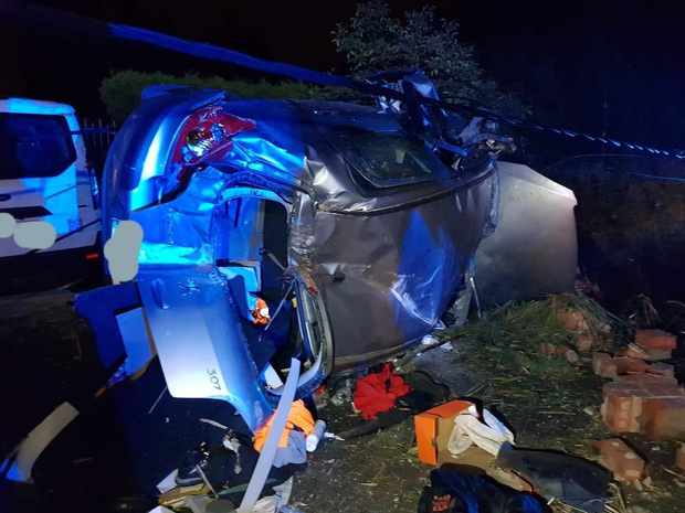 Bestuurder als bij wonder ongedeerd na zwaar ongeval in Houtave