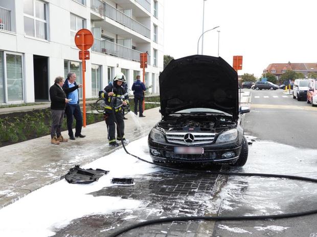 Wagen vat vuur aan Dampoort in Brugge