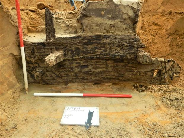 Archeologen ontdekken waterput uit Romeinse tijd in Gullegem